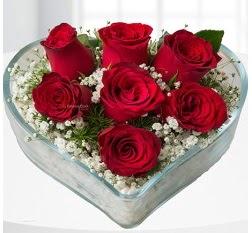 Kalp içerisinde 7 adet kırmızı gül  İstanbul Kadıköy çiçek servisi , çiçekçi adresleri