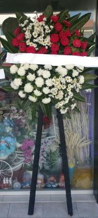 Cenaze çiçeği cenaze çiçek modelleri  İstanbul Kadıköy çiçek siparişi sitesi
