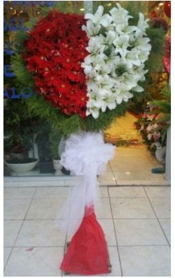 Özel üstü özel kalp çiçek tanzimi  İstanbul Kadıköy çiçek gönderme sitemiz güvenlidir
