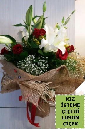 3 dal kazablanka 13 adet kırmızı gül  İstanbul Kadıköy çiçek gönderme sitemiz güvenlidir