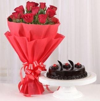 10 Adet kırmızı gül ve 4 kişilik yaş pasta  İstanbul Kadıköy internetten çiçek satışı