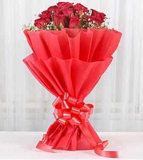 12 adet kırmızı gül buketi  İstanbul Kadıköy hediye çiçek yolla