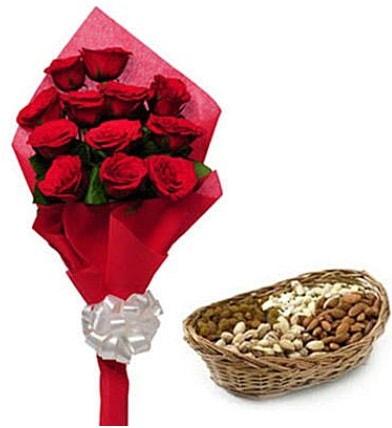 11 adet kırmızı gül ve sepette kuruyemiş  İstanbul Kadıköy internetten çiçek satışı