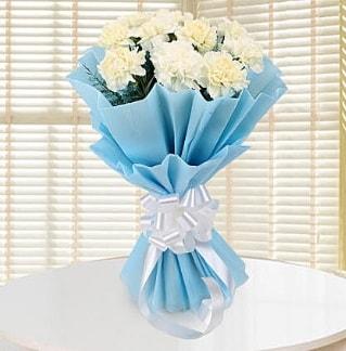 19 adet beyaz karanfil buketi  İstanbul Kadıköy çiçek satışı