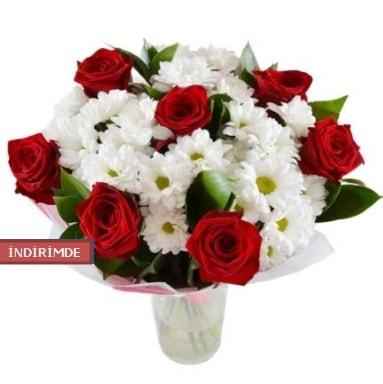 7 kırmızı gül ve 1 demet krizantem  İstanbul Kadıköy çiçek gönderme sitemiz güvenlidir