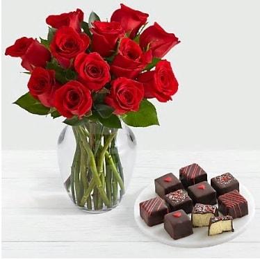 Cam vazoda 12 kırmızı gül el yapımı çikolata  İstanbul Kadıköy çiçek gönderme sitemiz güvenlidir