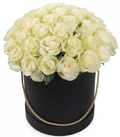 33 Adet beyaz gül özel kutu içerisinde  İstanbul Kadıköy internetten çiçek satışı