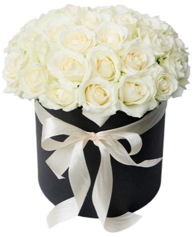 41 adet özel kutuda beyaz gül  İstanbul Kadıköy çiçek satışı  süper görüntü