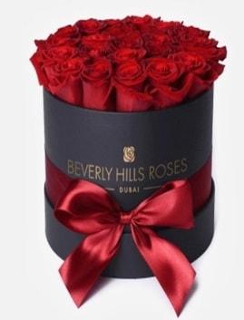 Siyah kutuda 25 adet kırmızı gül tanzimi  İstanbul Kadıköy İnternetten çiçek siparişi